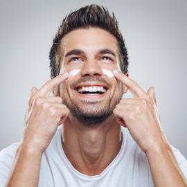 Nawilżanie skóry tłustej: Mężczyźni i najlepsze składniki naturalne