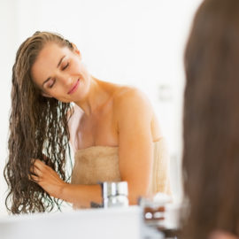 Los consumidores están recurriendo al bienestar capilar para solucionar los problemas de pelo poroso