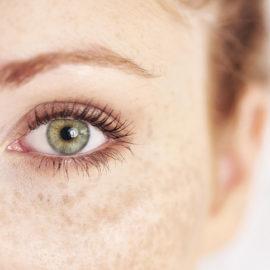 Los ojos son el nuevo centro de atención, de ahí que el crecedor de cabello para pestañas y cejas esté de moda
