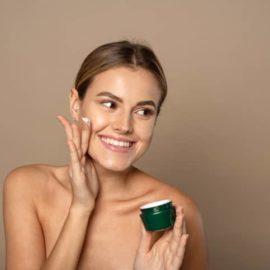 O creme, sabonete e hidratante de pele oleosa que promove a positividade da pele