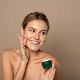 La crema para piel grasa, el limpiador facial y la hidratante que favorecen la positividad de la piel