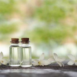 Melhorando seu bem-estar emocional por meio dos cuidados com pele e cabelo usando o óleo de rosas